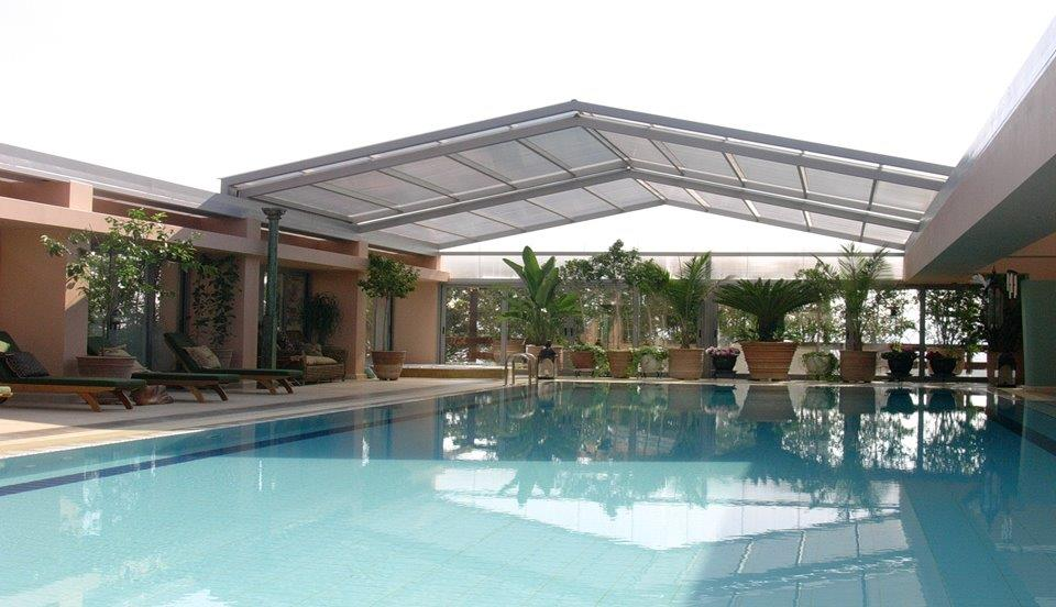 Sliding roofs for outdoor areas light 39 n 39 shade for Rooftop swimming pool